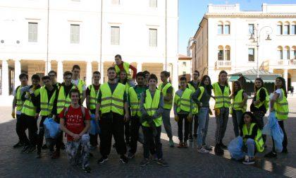 I giovani ripuliscono la città, un esempio