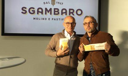 Lo chef Bruno Barbieri cucina con pasta Sgambaro
