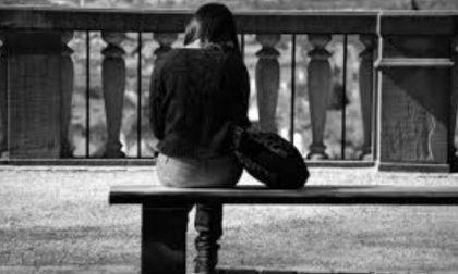 """Scrive """"Addio"""" in un sms, 14enne salvata dal suicidio"""