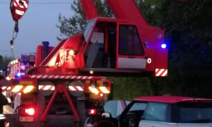 Vigili del fuoco di Castelfranco e carabinieri rischiano di essere investiti mentre prestano soccorso