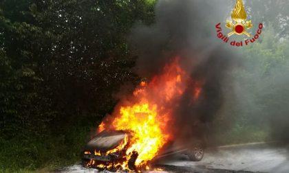 Auto in fiamme a Refrontolo