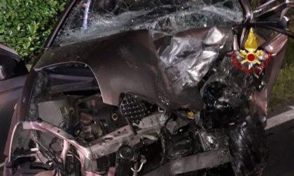 Scontro tra due auto, muore una donna di 63 anni