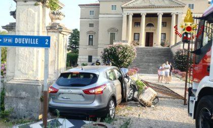 Abbatte con l'auto colonna di Villa Da Porto Casarotto