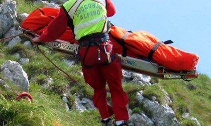 Investita da una scarica di sassi, portata in salvo dal Soccorso Alpino