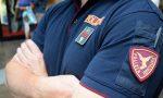 Nigeriani si rifiutano di pagare il biglietto: rompono il polso a un poliziotto