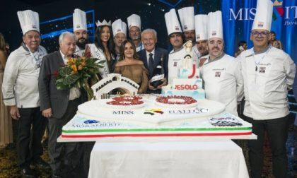 Miss Italia festeggia con la torta a forma di cuore dei Ristoratori del Radicchio