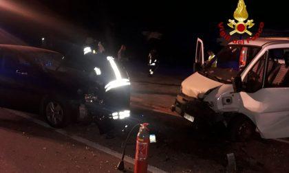 Auto contro furgone a Santa Lucia di Piave: principio di incendio domato