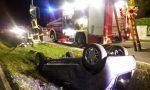 Auto ribaltata nella notte a Paese: persona incastrata tra le lamiere