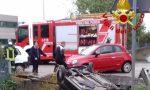 Finisce nel fosso con l'auto a Paese: giovane donna in ospedale
