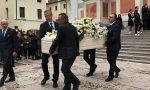 """Funerale Giulia Zandarin: l'abbraccio """"privato"""" tra i due papà"""