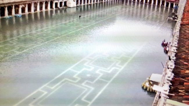 Acqua alta, di nuovo superati i 150 centimetri a Venezia (VIDEO)