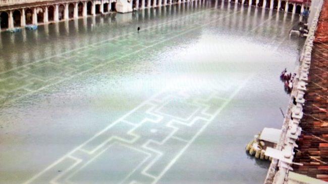 Acqua alta, di nuovo superati i 150 centimetri a Venezia (VIDEO)