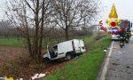 Furgone fuori strada: conducente ferito