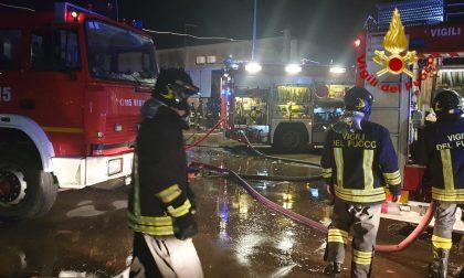 In fiamme il capannone della Carosello a Castelfranco Veneto