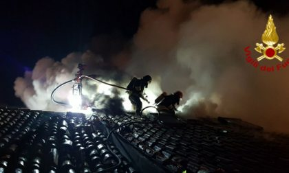 Canna fumaria si surriscalda, tetto in fiamme: paura ieri sera a Cavasagra