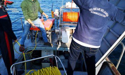 Catene e boe, smaltimento illegale di rifiuti nel Lago di Garda FOTO
