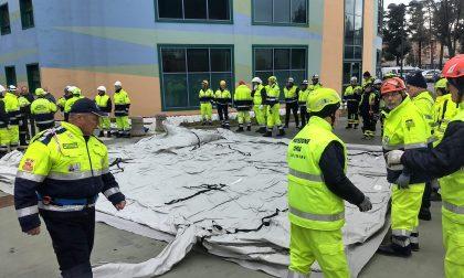 Protezione civile, volontari al lavoro per montare le tende al San Valentino e al San Giacomo