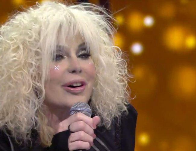 Sanremo 2021, svelati i duetti della serata cover: sul palco anche la castellana Donatella Rettore
