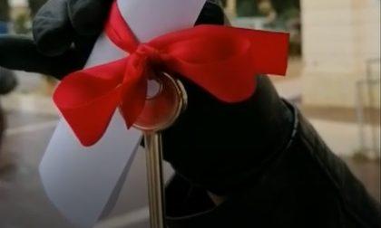 Parrucchiere Trevignano, la protesta: consegnate al sindaco le chiavi delle attività – VIDEO