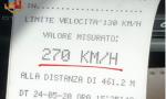 In autostrada a 270 chilometri orari con la Porsche: patente ritirata a un 38enne