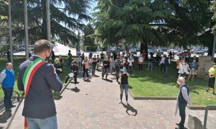 """Manifestazione commercianti Cornuda, arrivano i carabinieri. Il sindaco: """"Zittito e intimidito"""""""