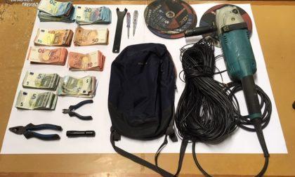 Ruba l'incasso del distributore e scappa coi soldi nei campi: 32enne arrestato a Motta