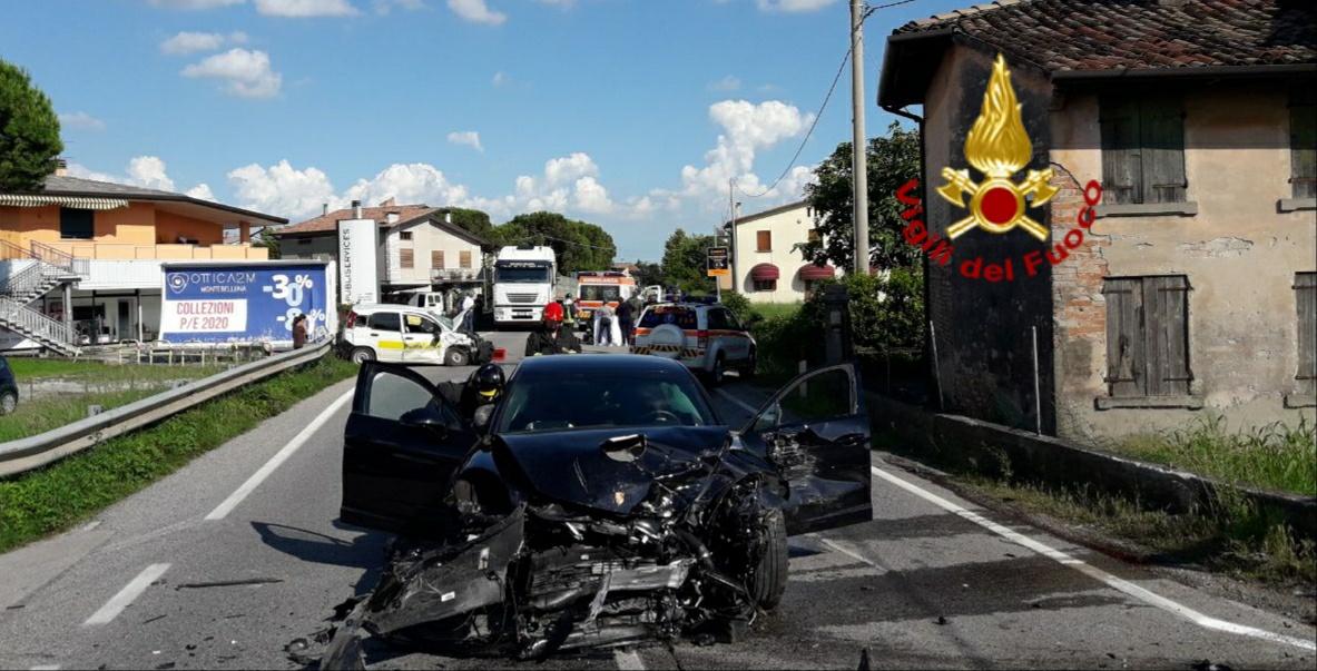 Montebelluna, violento scontro tra Porsche e Panda delle Poste: un ferito grave