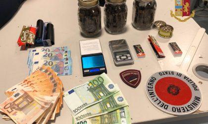 Spaccio di droga, 25enne trevigiano arrestato: nascondeva soldi e marijuana in auto