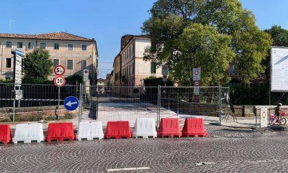 Restauro ponte Garibaldi, viabilità modificata da ieri nel centro storico: aperta anche la passerella pedonale