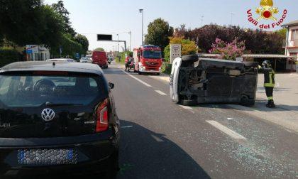 Violento scontro tra due auto a Treviso, Vigili del Fuoco sul posto