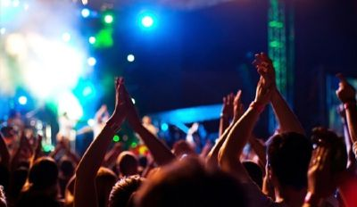 Discoteche e locali di divertimento: capienza ridotta del 50%, obbligo di mascherina