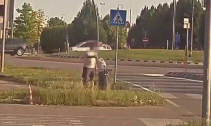 """""""Furbetti"""" dei rifiuti, vita dura a Volpago del Montello con le nuove foto trappole – VIDEO"""