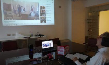 """Roberto e il matrimonio della figlia seguito in diretta streaming dal Centro anziani """"Sartor"""" – FOTO"""