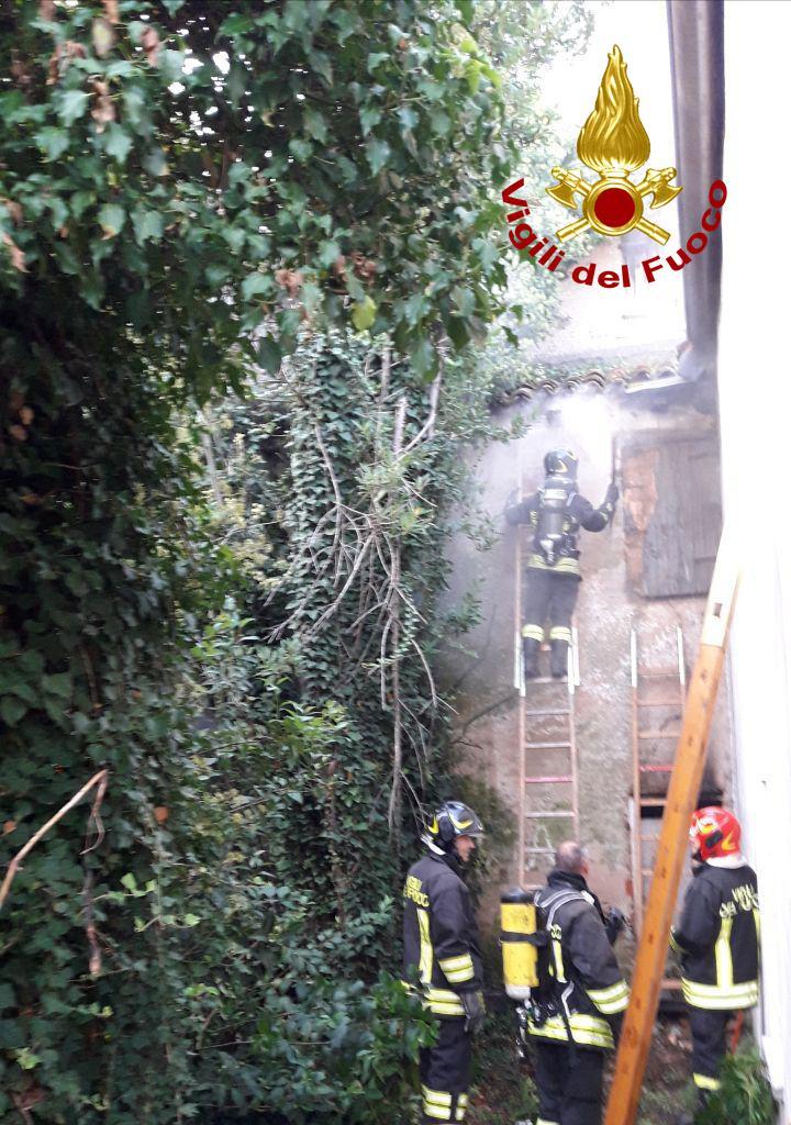 Paura a Montebelluna, monolocale in fiamme all'alba: colpa di un cortocircuito