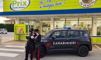 """Mascherina anti Covid strappata e minacce al titolare del supermercato: in carcere i due ladri """"spavaldi"""""""