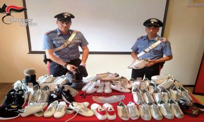 """Scarpe griffate, ma erano """"tarocche"""": denunciato un 30enne fermato a Loria"""