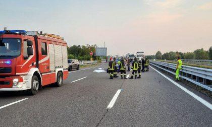 Tragedia in A27, scende per recuperare il carico perso e viene travolto: morto un 79enne di Mogliano