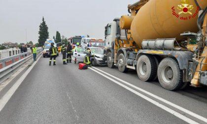 Ponte della Priula, auto contro betoniera: un ferito. Disagi alla viabilità