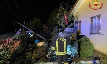 Pagnano d'Asolo, piomba con l'auto nel giardino di un'abitazione: conducente miracolato – FOTO