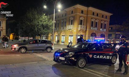 """Movida """"selvaggia"""" a Montebelluna: sanzionati 23 giovani senza mascherina. Segnalato il titolare di un locale di piazza Negrelli"""