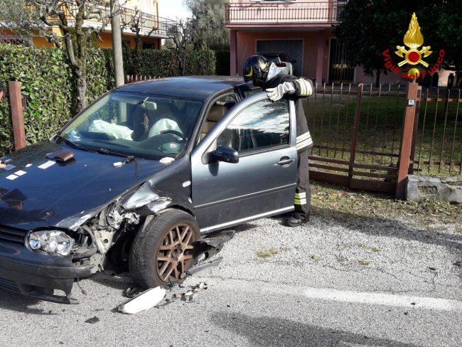 Piombino Dese, violento scontro tra auto in via Molinella: Vigili del fuoco di Castelfranco sul posto