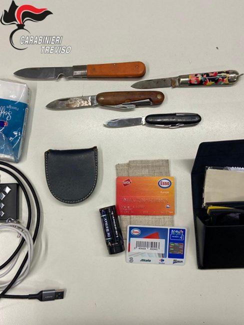 Furti a Pieve di Soligo, denunciato 21enne: una bicicletta e quattro coltelli nella refurtiva