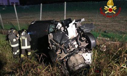Pauroso schianto in Pontebbana, tre feriti: auto completamente distrutta, miracolato il conducente
