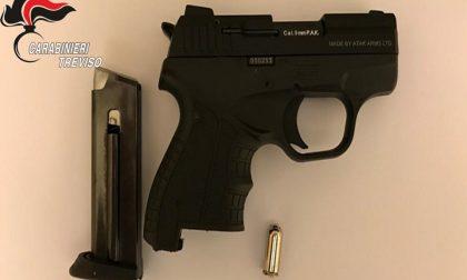 Pistola scacciacani di fabbricazione turca detenuta illegalmente: denunciato 56enne di Oderzo
