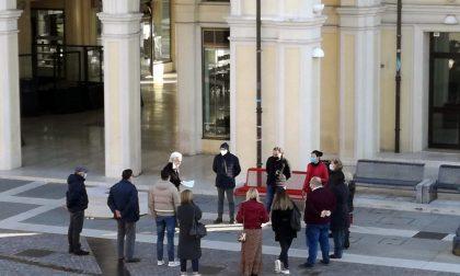 Giornata contro la violenza sulle donne, una panchina rossa in piazza Dall'Armi