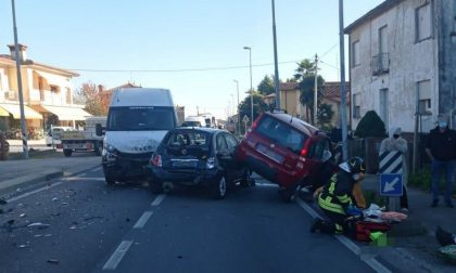 San Martino di Colle Umberto, incidente tra auto e furgone: due feriti