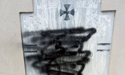 Ciano del Montello, grave sfregio alla memoria: imbrattata la lapide dei partigiani
