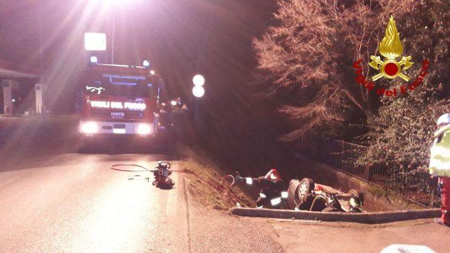 Incidente Maser, auto ribaltata nel fosso: un ferito estratto dalle lamiere