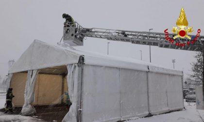 Tendoni Covid coperti dalla neve, l'intervento alla Zoppas Arena