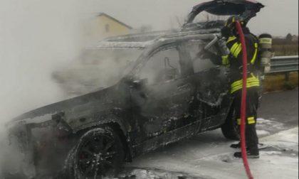 Attimi di paura sull'A27: suv in fiamme tra Conegliano e Treviso Nord